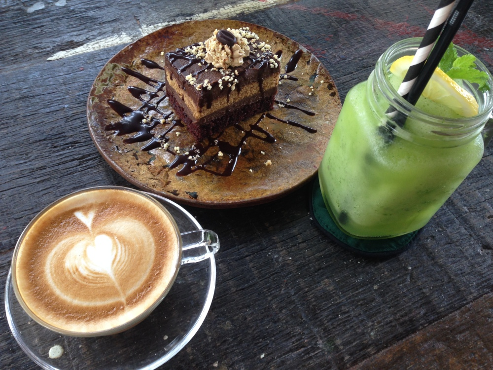 Cafe latte and chocolate cake